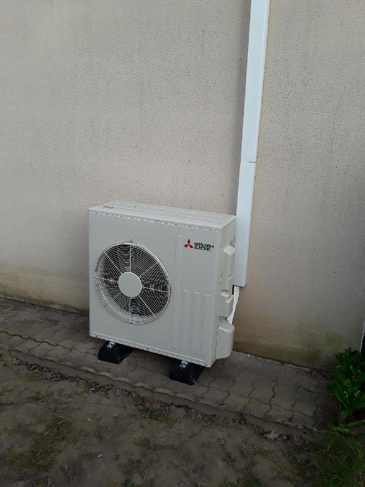 climatisateur extérieur blanc